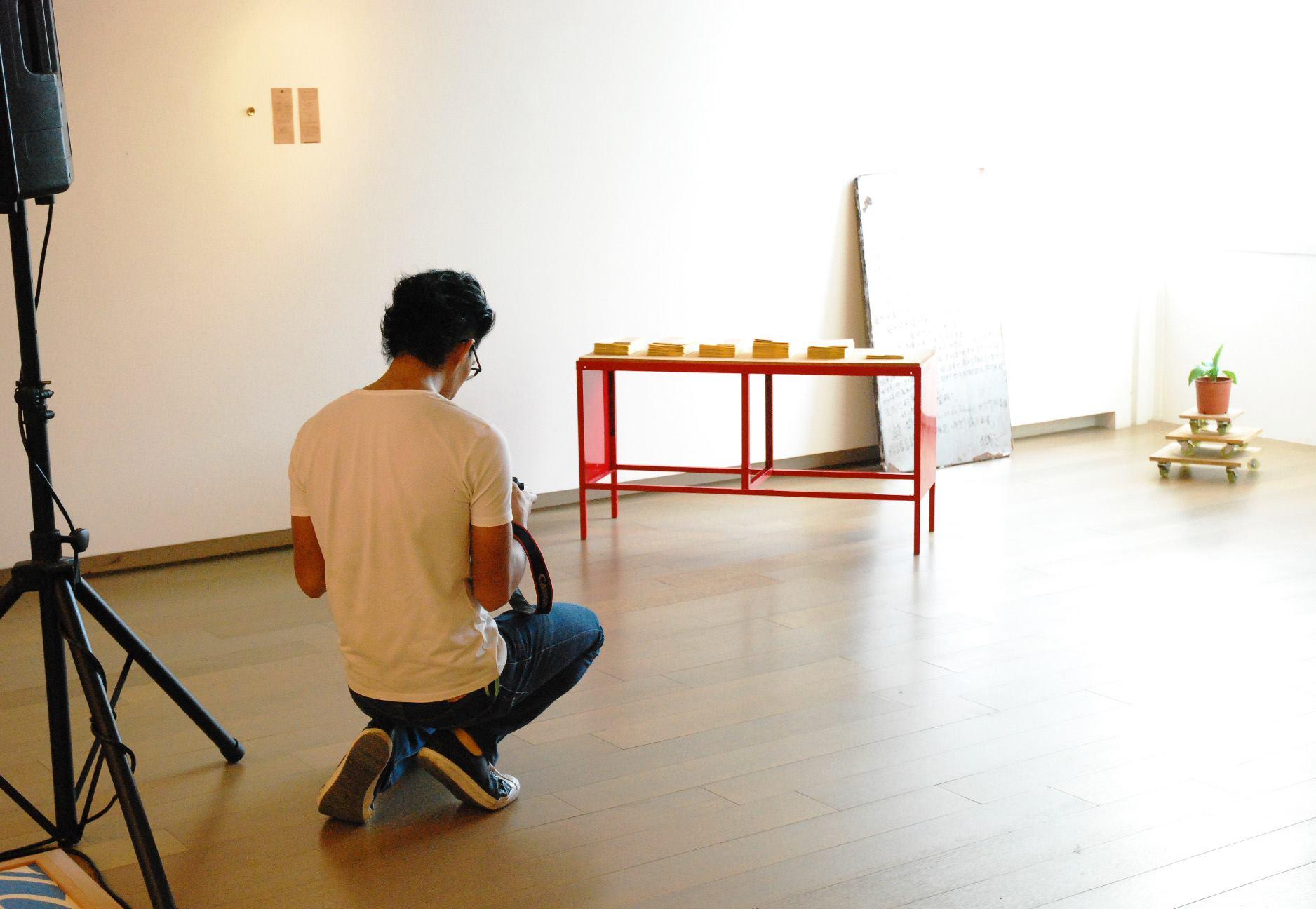 〈誠品畫廊 25 週年特展─青春〉黃博志 及其作品《偷書小卡》